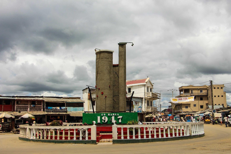 La place du 29-Mars 1947 à Moramanga, la ville où a débuté l'insurrection à Madagascar.