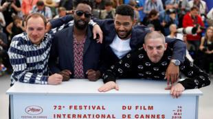 Le réalisateur Ladj Ly et les membres de la distribution Alexis Manenti, Djibril Zonga et Damien Bonnard posent lors d'un photocall du film « Les Misérables » en compétition à Cannes, France, le 16 mai 2019.