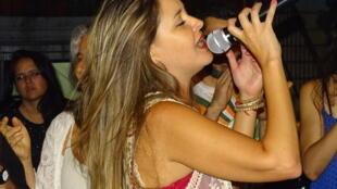 Ale Maria cantora de samba na Argentina