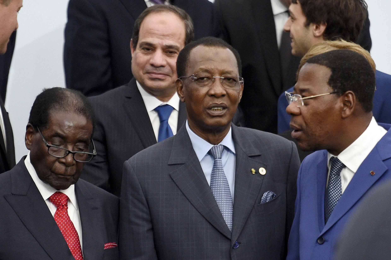 Robert Mugabe na Zimbabwe da Idriss Deby Itno na Chadi da  Thomas Boni Yayi na Benin a taron Sauyin Yanayi a Paris