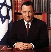 O ministro da Defesa de Israel, Ehud Barak, criticou o Egito depois do triplo atentado.