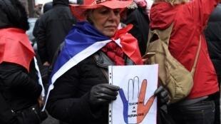"""""""No toques mi república"""", era uno de los lemas que podía verse en la manifestación de los """"pañuelos rojos"""" este domingo 27 de enero de 2019 en París."""