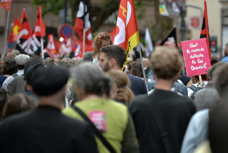 Des dizaines de milliers d'opposants à la loi Travail sont descendus dans la rue, le 28 juin 2016, pour la onzième fois depuis la présentation en mars de la réforme du Code du travail par le gouvernement. Ici, à Strasbourg.