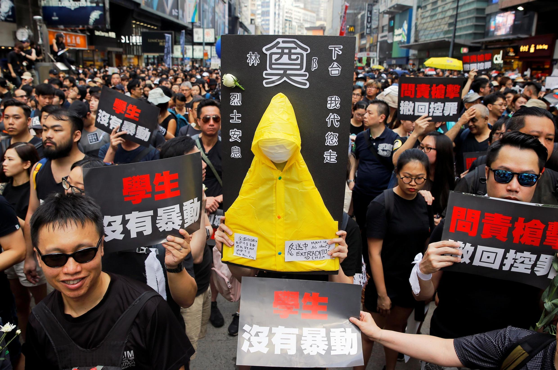香港民众6月16日上街抗议资料图片