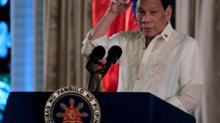 رودریگو دوترته رئیس جمهوری فیلیپین علنا از کشتن قاچاقچیان و معتادان دفاع می کند