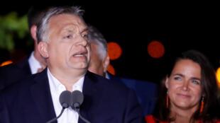 Le Premier ministre hongrois Viktor Orban s'adresse à ses partisans, après l'annonce des résultats provisoire des élections européennes en Hongrie, à Budapest, le 26 mai 2019.