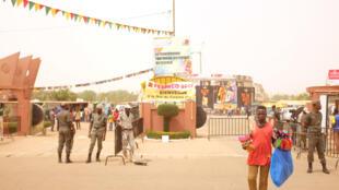 À l'entrée du siège du Fespaco. Le plus grand festival de cinéma africain fête cette année sa 25e édition.