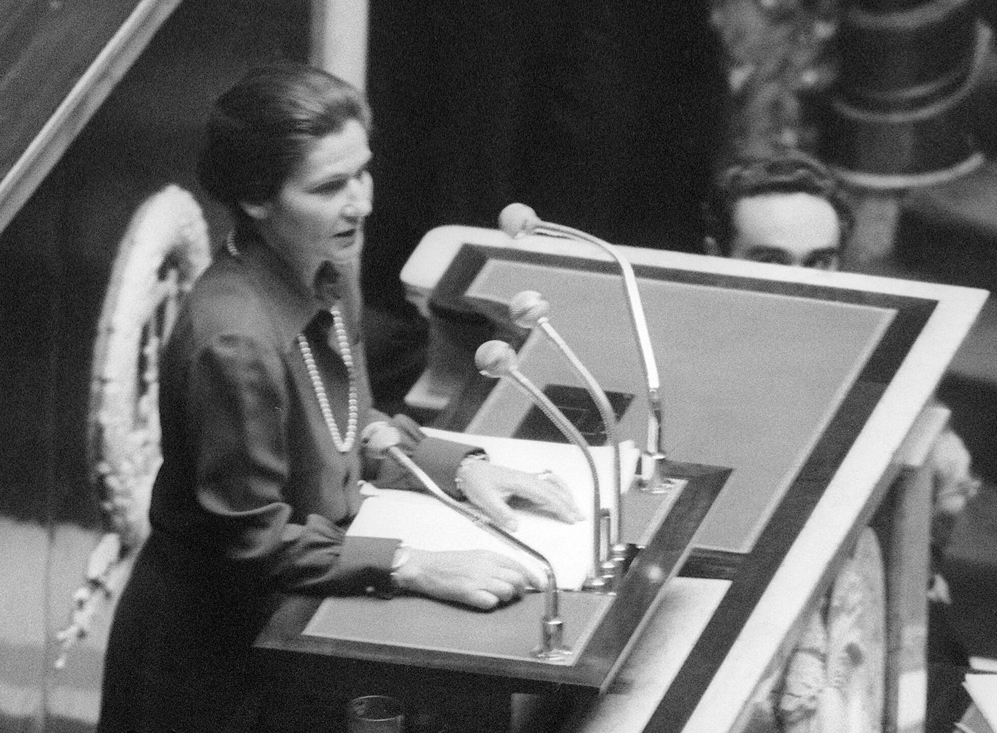 Simone Veil presents the abortion bill to parliament
