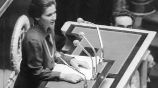 Health minister Simone Veil at the French National Assembly on 26 novembre 1974
