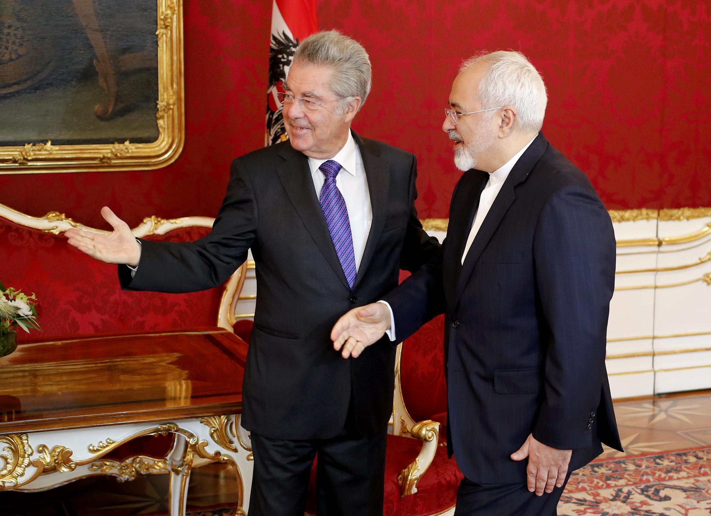 Президент Австрии Хайнц Фишер (слева) и министр иностранных дел Ирана Джавад Зариф, Вена, 3 июля 2015.