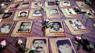 Fotos de desaparecidos expuestas en Bogotá durante la firma del acuerdo de paz, el pasado 24 de agosto de 2016.