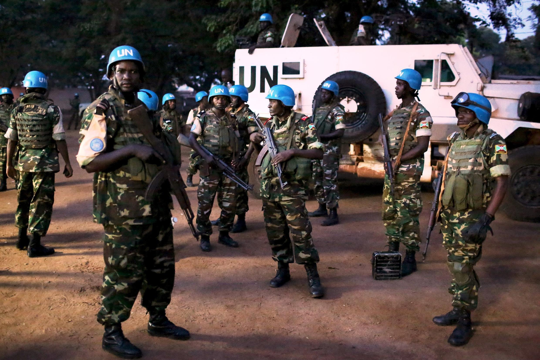 (Photo d'archive) Des casques bleus de la Minusca aux abords du quartier PK5 de Bangui, la capitale centrafricaine, le 10 novembre 2015.
