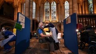 Campaña de vacuanción en la catedral de Salisbury, en el Reino Unido, el 20 de enero de 2021