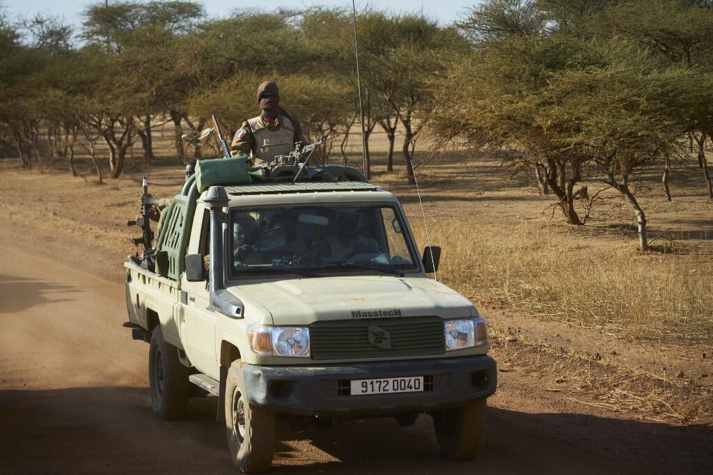 Un véhiculaire militaine burkinabè patrouille dans la région du Soum, en novembre 2019.