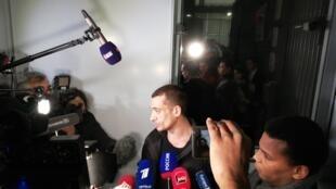 Петр Павленский освобожден под подписку о невыезде вечером 18 февраля 2020.