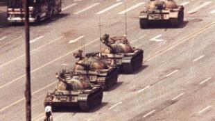"""Três décadas depois do massacre de Tiananmen, o regime chinês nega as acusações de """"banho de sangue""""."""
