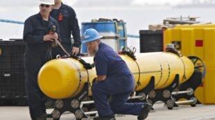 A marinha australiana disponibilizou um robô marinho para ajudar nas buscas do Boeing 777 da Malaysia Airlines.