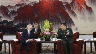 Bộ trưởng Hải quân Mỹ Ray Mabus hội đàm với bộ trưởng Quốc phòng Trung Quốc Lương Quang Liệt, Bắc Kinh, ngày 27/11/2012