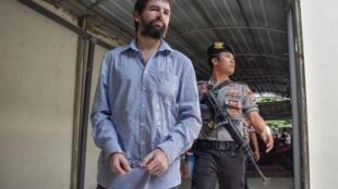 По версии обвинения, Феликс Дорфен был частью крупной группировки, которая осуществляет контрабанду наркотиков