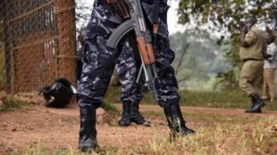 Des policiers ougandais montant la garde. (Photo d'illustration)