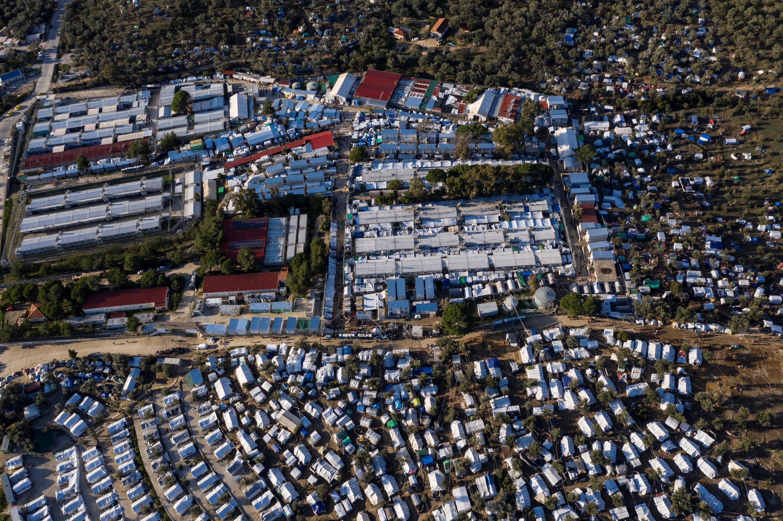 Vista aérea del campo de refugiados de Moria, y del campo improvisado que lo rodea, en la isla griega de Lesbos, el 1 de diciembre de 2019