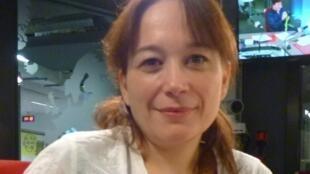 Laura Alcoba en los estudios de RFI