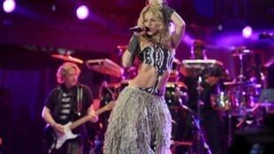 La chanteuse colombienne Shakira interprétant l'hymne du Mondial 2010.
