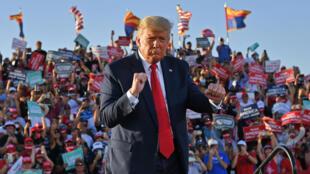 Donald Trump en un mitin de campaña en Tucson, Arizona, el 19 de octubre de 2020