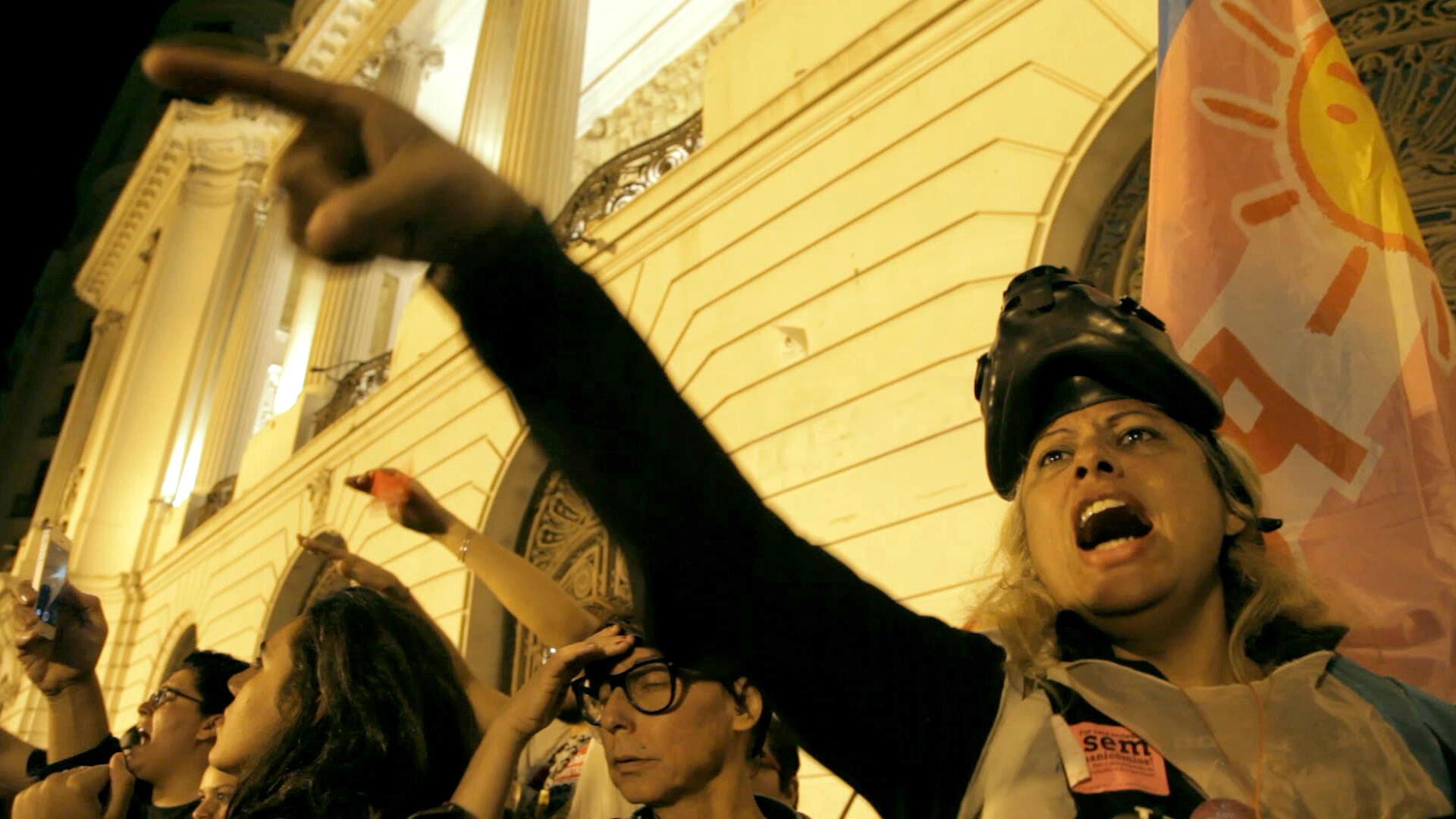 A militante brasileira Indianara é a estrela de um filme em Cannes