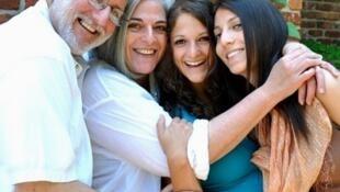 Alan Gross (izq.) y su familia en Wahington (se desconoce la fecha de la foto).