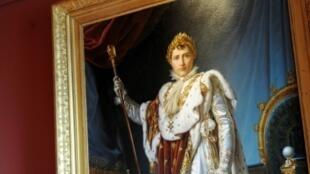 L'orfèvre Martin-Guillaume Biennais a retiré une partie des feuilles d'or de la couronne de couronnement de Napoléon après que le dirigeant français se soit plaint qu'elle était trop lourde