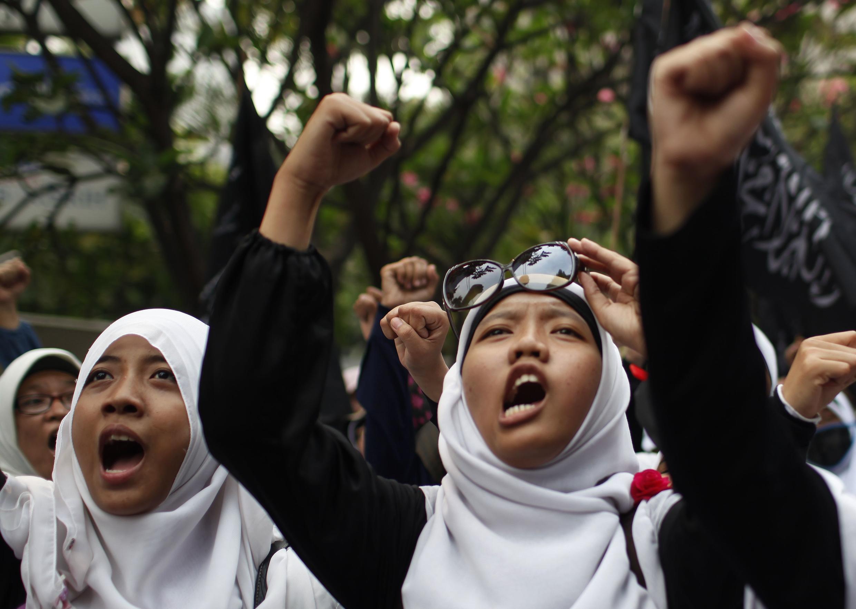 Phụ nữ Hồi giáo Indonesia phản đối cuộc thi Hoa Hậu thế giới, Jakarta, 05/09/2013.