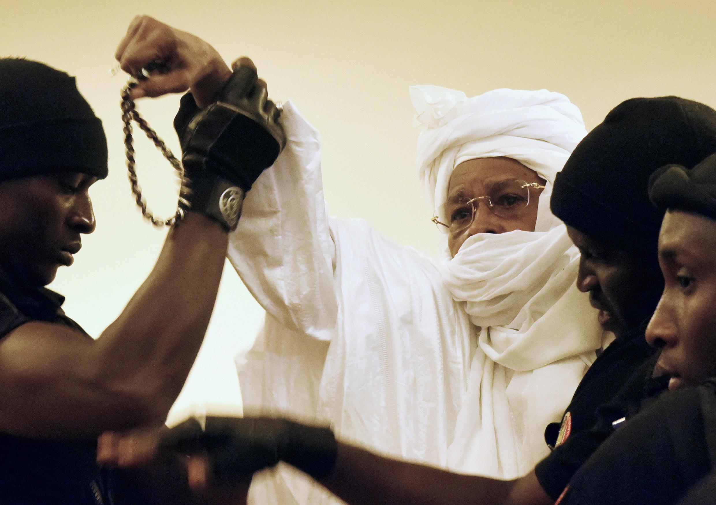 O antigo presidente chadiano Hissène Habré no tribunal da capital senegalesa a 20 de Julho