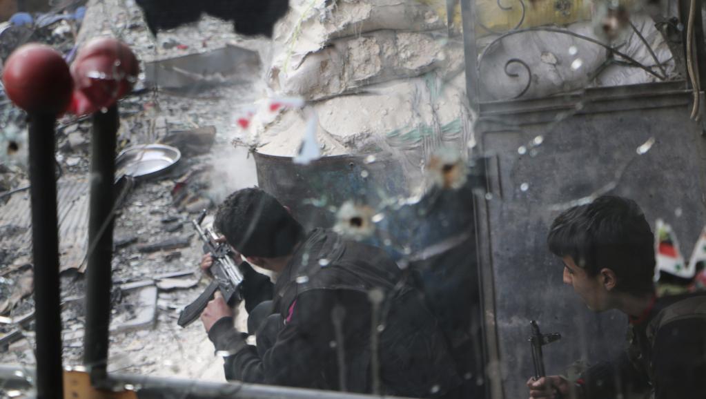 Wapiganaji wa muungano wa waasi nchini Syria katika mji wa Allepo.