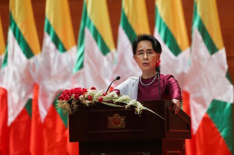 """سخنرانی """"آنگ سان سوچی""""، رهبر دولت میانمار، که روز سهشنبه ١٩سپتامبر ٢٠۱٧ از تلویزیون این کشور پخش شد."""