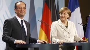 German Chancellor Angela Merkel (R) and French President François Hollande (L) in Berlin