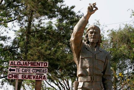 Statue d'Ernesto Che Guevara à la Higuera, en Bolivie, où le guérillero a été tué.