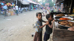 Two Rohingya children at a market in Thakkaypyin