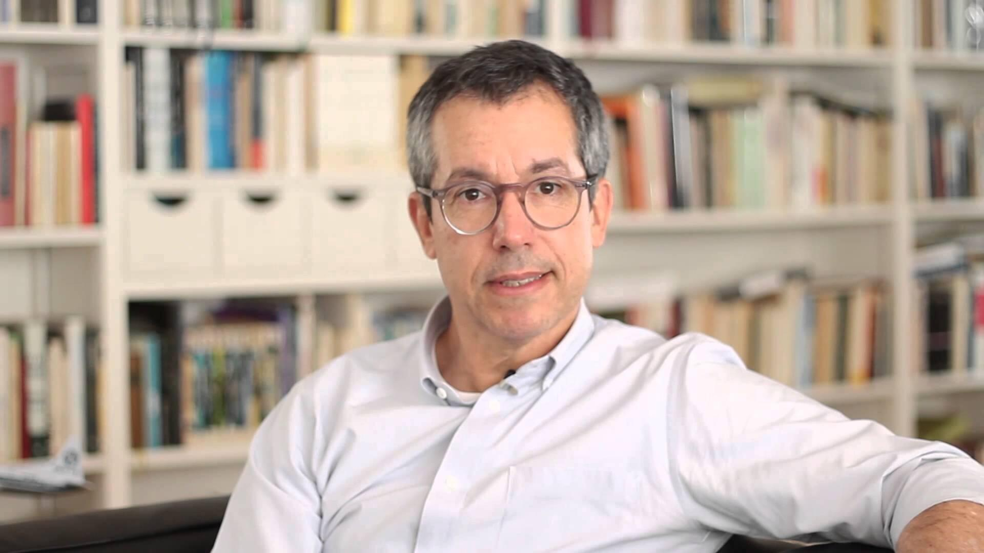 """Bernardo Carvalho: trabalhando em projeto que retoma temas de """"Nove Noites""""."""
