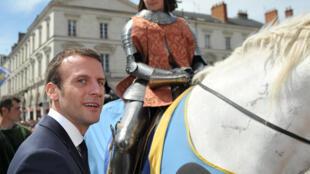 Le ministre français de l'Economie Emmanuel Macron dimanche 8 mai à Orléans.