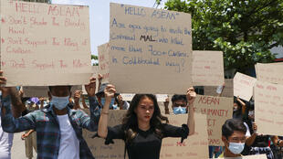 Birmanie-jeunes-manifestation-avril-2021