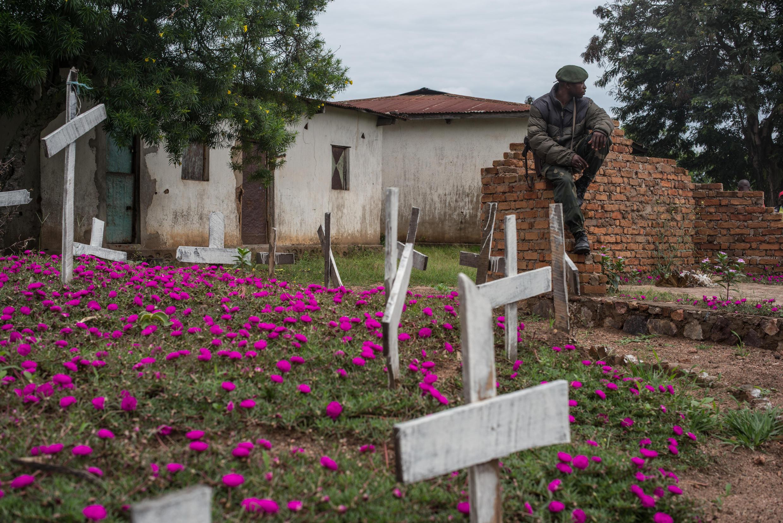 Le colonel Elias Byinshi avait été cité lors du procès du massacre de Mutarule. Ici, les tombes des victimes (photo d'archives).