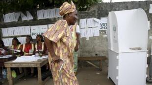 Un bureau de vote du district d'Apapa, à Lagos, le 11 avril 2015.