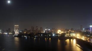 Au Caire, les Egyptiens ne respectent qu'à moitié le couvre-feu.