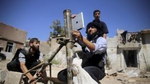 Des jeunes  jihadistes combattant dans les rangs de l'ASL à Jobar, dans la banlieue de Damas, le 15 septembre 2013.