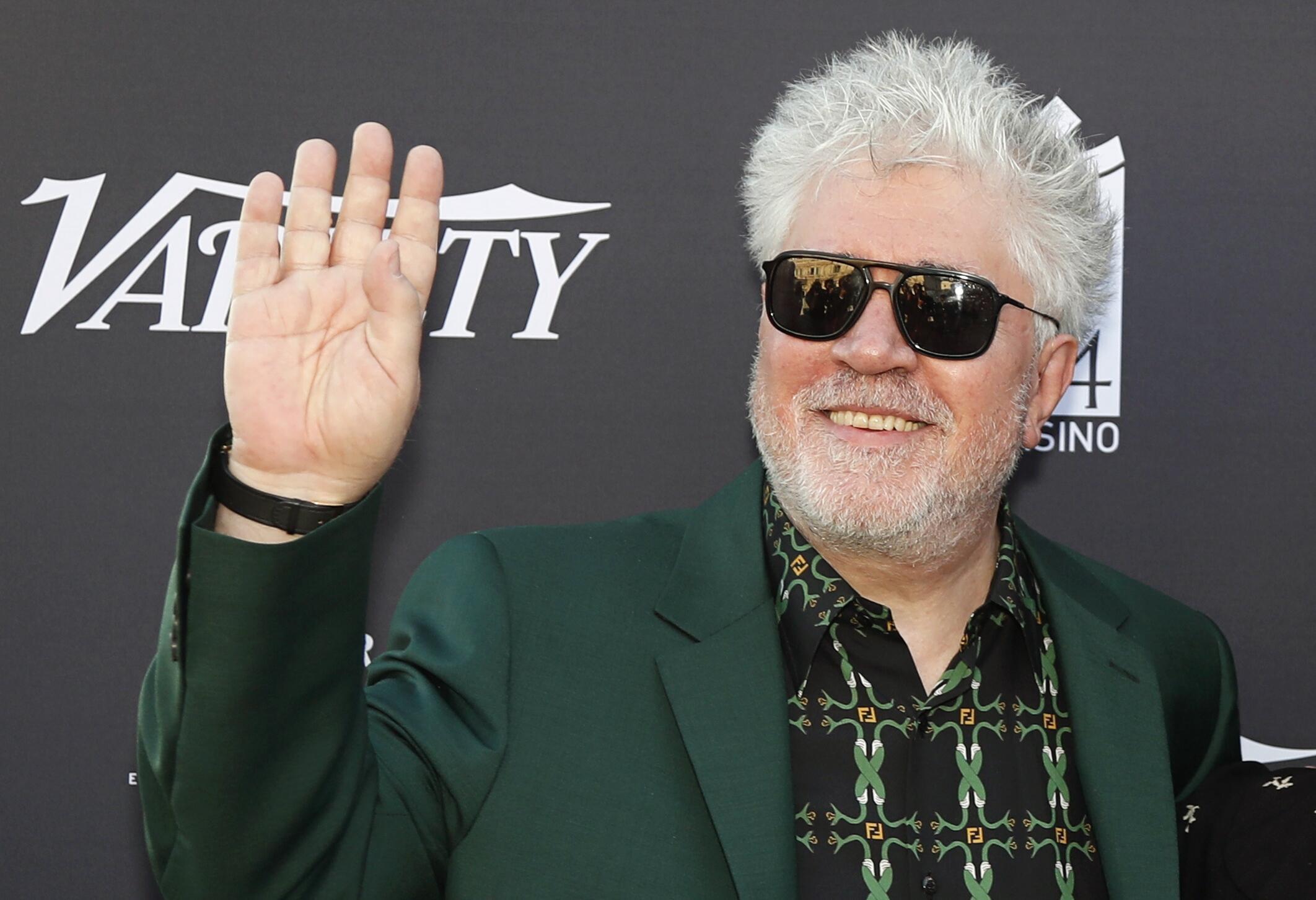 """پِدرو آلمودُوار"""" کارگردان اسپانیایی، با فیلم """"درد و افتخار"""" در بخش مسابقه هفتاد ودومین جشنواره سینمایی کن حضور دارد."""