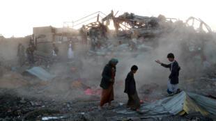 Tras un bombardeo en Sanó, capital de Yemen, 1° de noviembre de 2017.