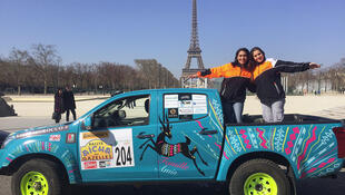 "Daniela Batista e Khadra Moumni, concorrentes ao rali 100% feminino ""Rallye Aïcha des Gazelles""."