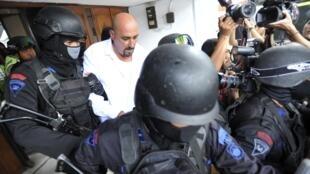 O Ministério Público da Indonésia confirmou nesta quinta-feira (12) que os condenados à morte, entre eles o francês Serge Atlaoui, serão fuzilados.