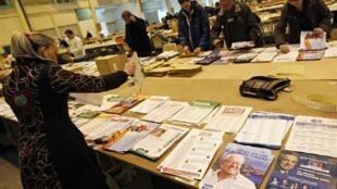 Chuẩn bị cho cuộc bầu cử cấp vùng tại Marseille.